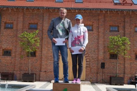 Zwycięzcy kategorii OPEN wśród kobiet imężczyzn Natalija Olijnyk iHubert Wierdak