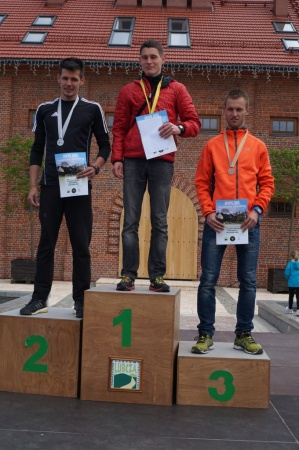 Medaliści kategorii M2 (1. Kostjantyn Koljada 2. Jacek Żądło 3. Mateusz Golonka)