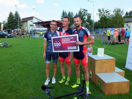 Nagrodę drużynową wylosował Axel Sport Racing Team. Wręczenia dokonał przedstawiciel firmy Cutline Sławomir Sendecki