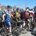 Przedpremierowy start grupy kolarskiej
