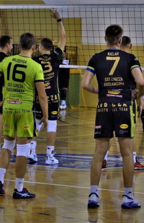 Wczwartek 17 października mecz Lubcza – AKS V LO wNiechobrzu